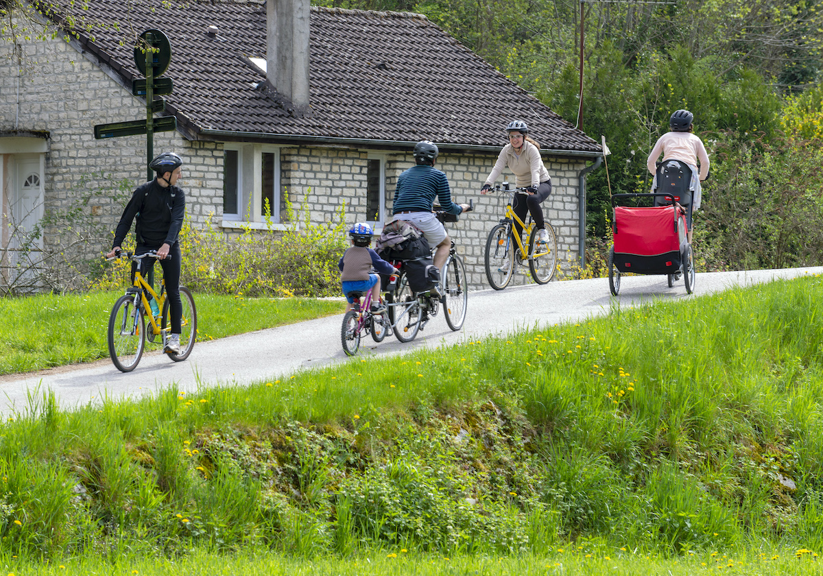 Biking along the Canal du Nivernais